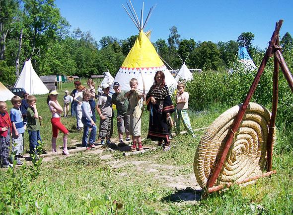 Mazury z dziećmi - Wioska Indiańska