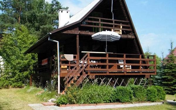 Drewniany domek letniskowy na Mazurach